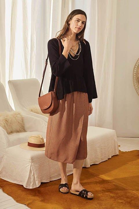 Falda pareo de largo midi, con goma en la cintura y estampado versión 2.0 de lunares.