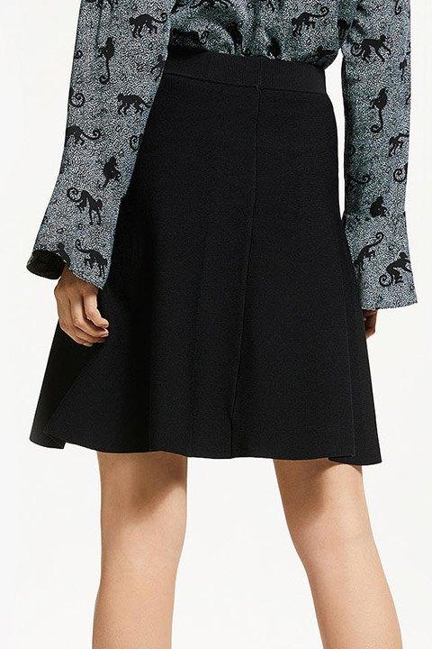 Numph. Falda de punto en color negro New lilypilly vista por la espalda.