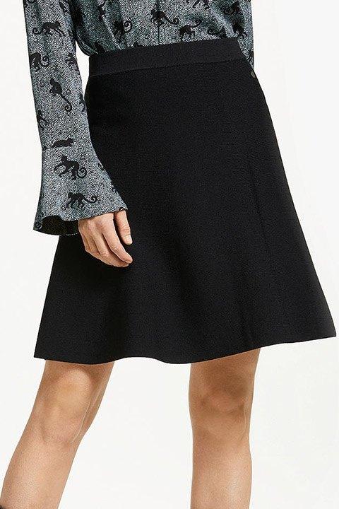 Numph. Falda de punto y corte evasé en color negro.