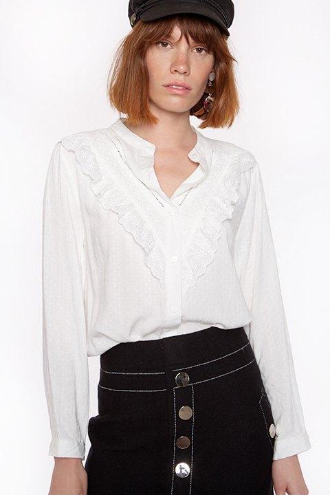 Meisïe. Blusa cuello mao blanca con detalle en la pechera.