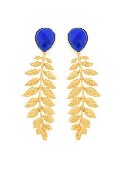 Pendiente dorado con espiga de hojas y piedra natural en azul.