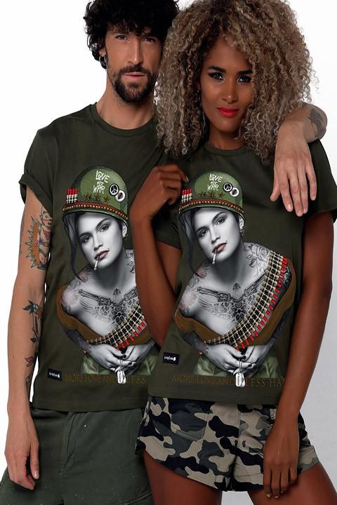 Camiseta unisex Cindy Crawford en color verde.