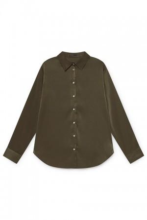 Blusa básica en tono verde. Skatïe.