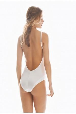 Espalda super escotada para este body. Promise.