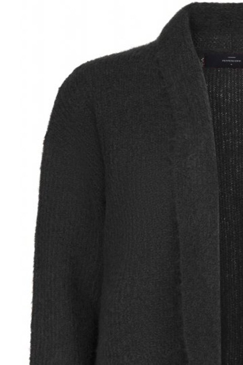 Detalle del cuello de la chaqueta scarlet. Peppercorn.