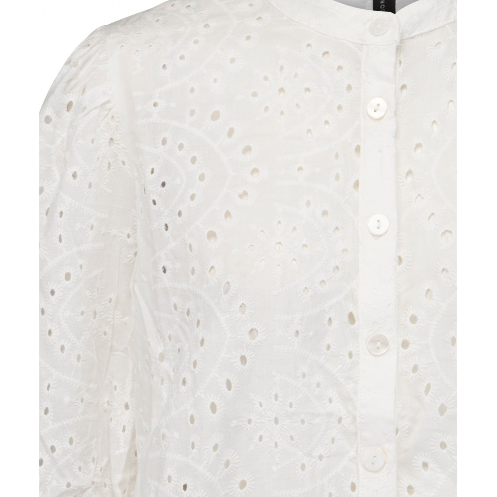 Detalle camisa Nura de Peppercorn.
