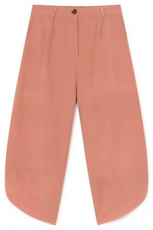 Pantalón slouchy en tono papaya.